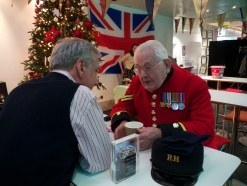 Chelsea Pensioner Roy sharing stories with Ogilvy staff in the bar